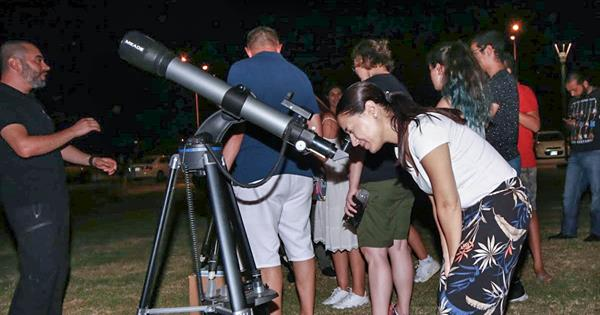 Secondary School Students Examine Space